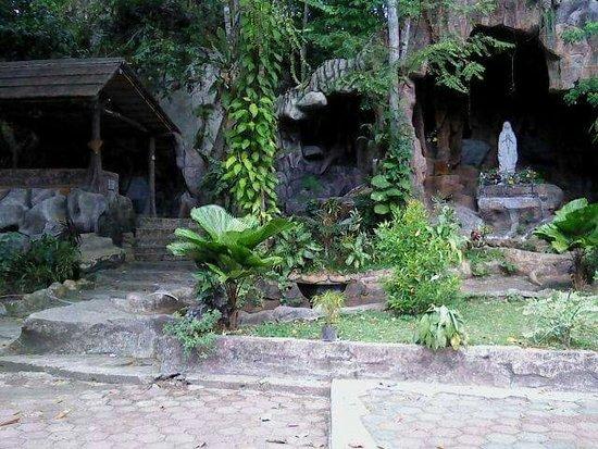 Sintang, Ινδονησία: Gua Maria Bukit Kelam