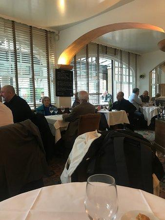 Marius: restaurant interior