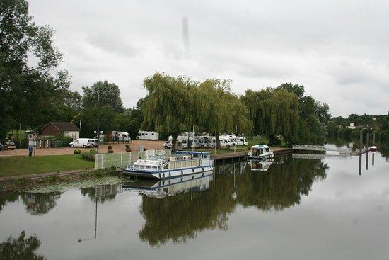 La Suze-sur-Sarthe, ฝรั่งเศส: Halte fluviale de La Suze