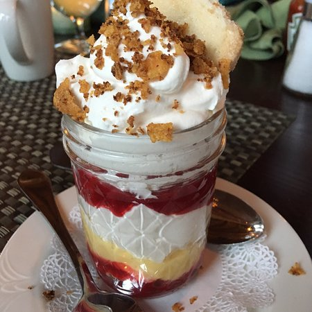 Warrensburg, Estado de Nueva York: Raspberry and lemon curd dessert....OMG