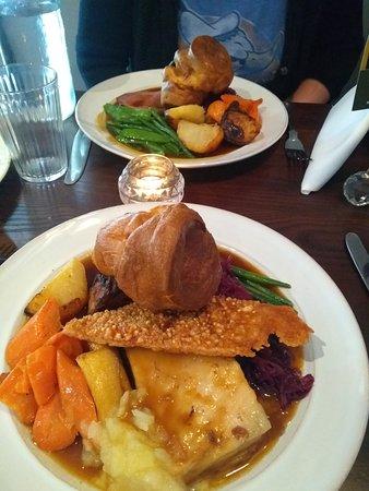 Cuckfield, UK: Roast Pork Sunday Lunch