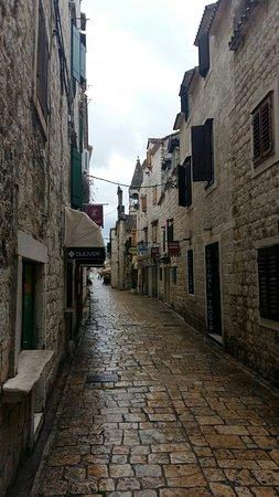 Den historiska staden trogir kroatien omd men for Sito storico