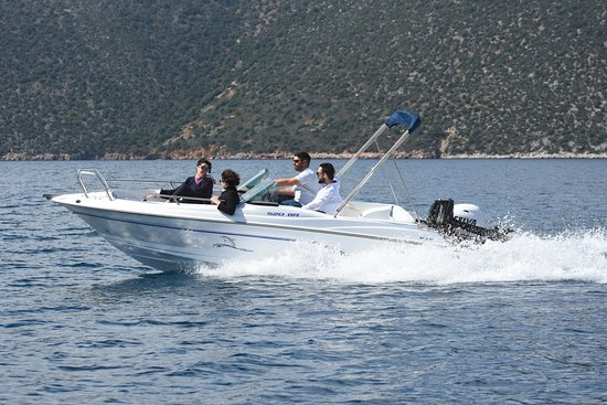 Vathy, Greece: Olympic 520 Bowrider with Selva 30xs 1000cc