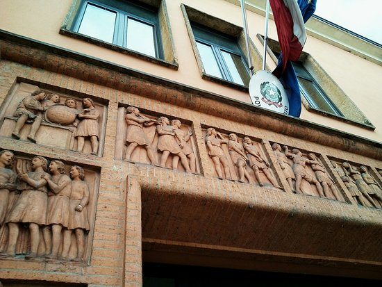 Edificio storico Casa della Giovane italiana - Architettura di regime