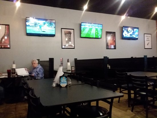 Portland, IN: Clean tables and booths with TV's to watch all kinds of sports