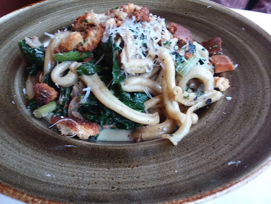 Trumansburg, Estado de Nueva York: Hand-made pasta: Casarecce with rabbit