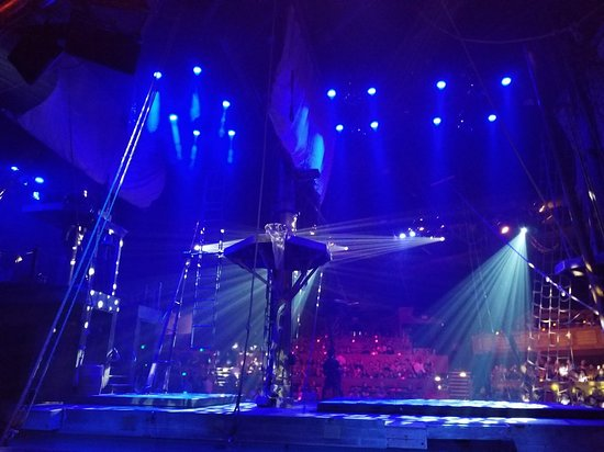 Buena Park, Californien: Stage view from second row in the orange section