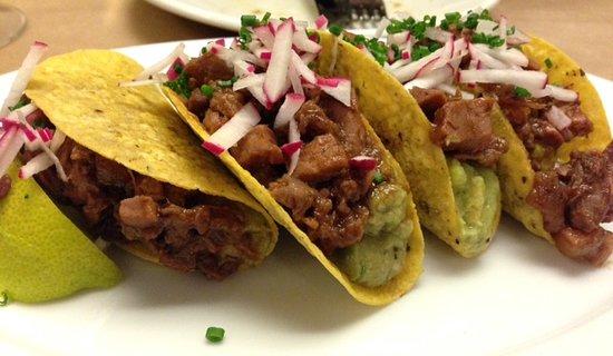 La Azotea: Taquitos de ternera y guacamole