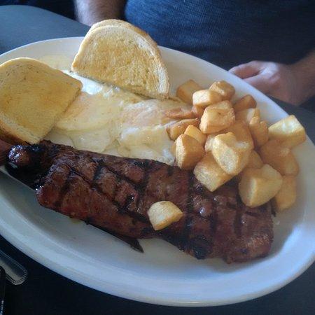Shelburne, Canada: steak and eggs