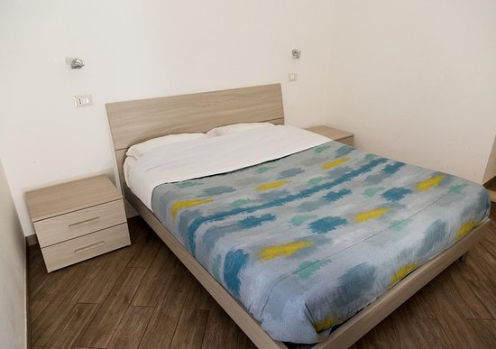 King bed in aroom