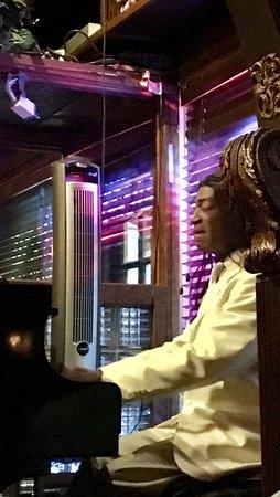 Saint Martin's Wine Bistro: The piano man.