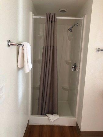 Motel 6 Twin Falls: Shower stall