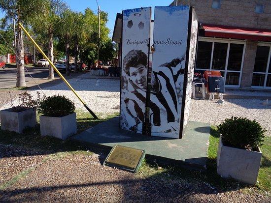 Monumento a Enrique Omar Sivori
