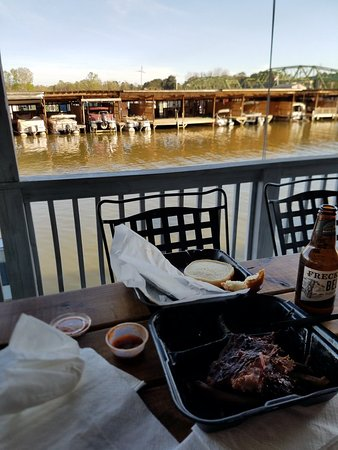 Rainbow City, AL: Little Bridge BBQ
