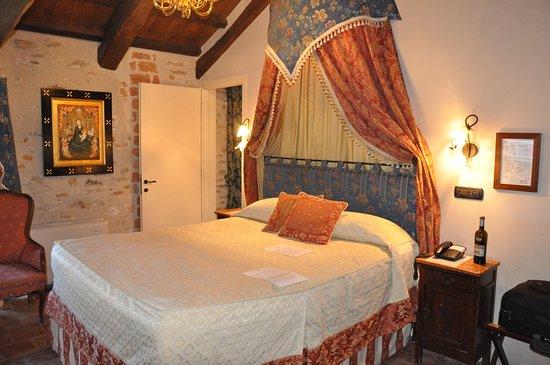 Hotel Castello di Sinio 사진
