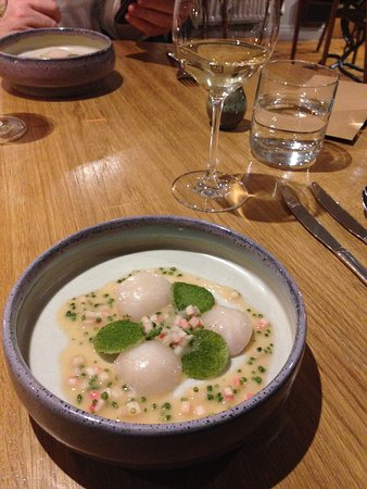 Oldstead, UK: Fresh scallops in rhubarb infused sauce.