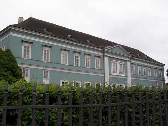 Narodni pamatkovy ustav, Sprava zamku Dacice