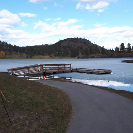West Kelowna, Kanada: Dock for fishing