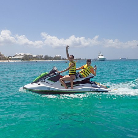 Caribbean Club Luxury Boutique Hotel: Jet skis delivered directly to the hotel beach