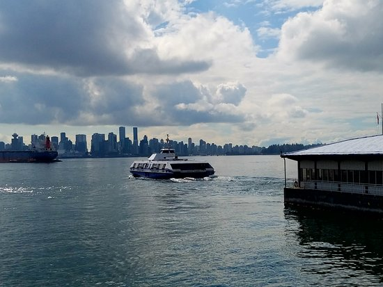 Pinnacle Hotel At The Pier: Sea-Bus to Vancouver