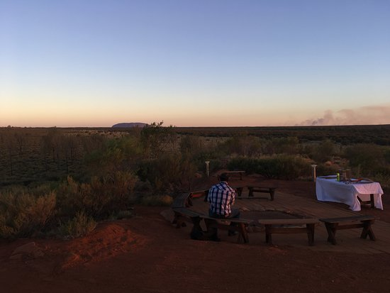 Voyages Ayers Rock Resort: The didgeridoo player near the fire pit - playing as we arrived