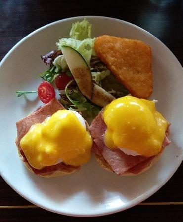 Brunch Club & Supper: Eggs Benedict with Ham