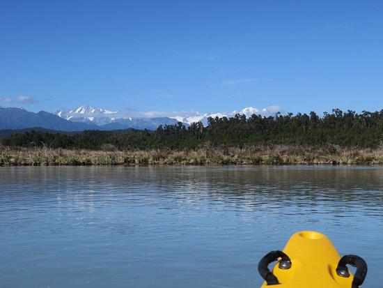 Okarito Kayaks: Okarito lagoon with Southern Alps