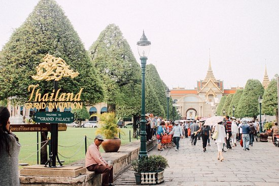 The Grand Palace: The way to entrance