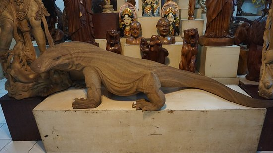 Bali Simple Wood Carving And Batik Class This Is Komodo Dragon Carved Out Of