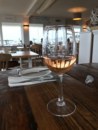 Gurnard, UK: Glass of rose'