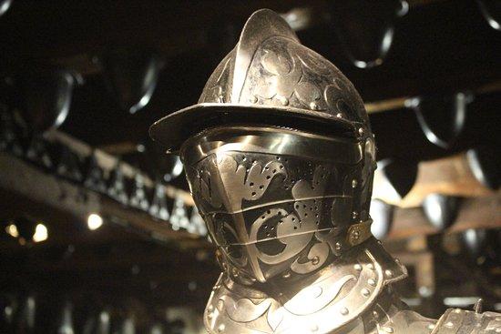 Landeszeughaus: 近くで見ると、鎧のデザインに惚れ惚れ