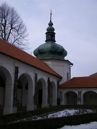 Pilgrimage Church of the Assumption of Our Lady: Uvnitř areálu