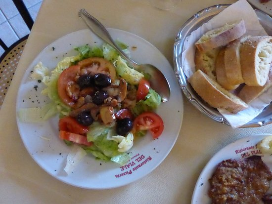 Palazzo Adriano, Italy: Sicilian salad with the BEST olives