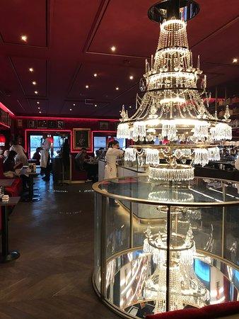 Apfelstrudel With Vanilla Ice Cream Picture Of Cafe Sacher Wien