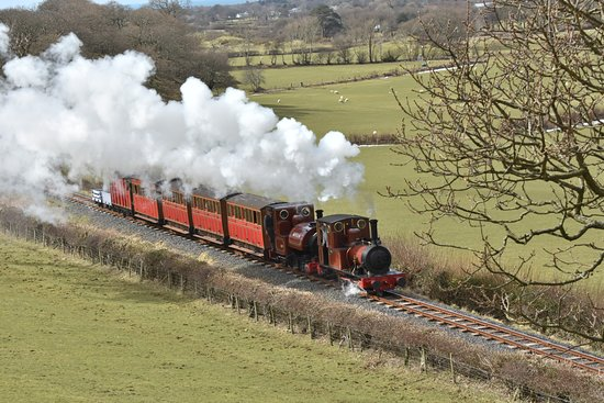 Talyllyn Railway: Double heading up the valley