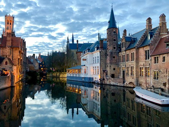 Flanders Hotel: Bruges canals at sunset