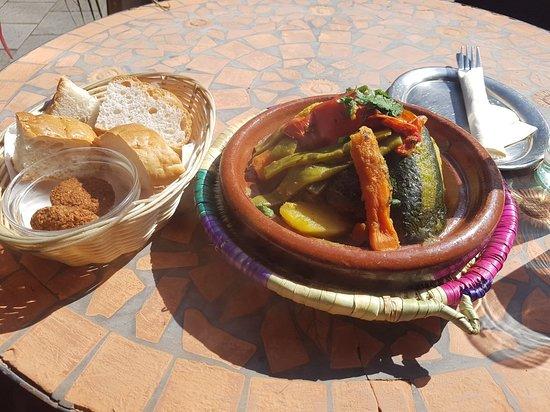 Outdoor Küche Vegetarisch : Gemüse tajine vegetarisch vegan bild von tajinerie
