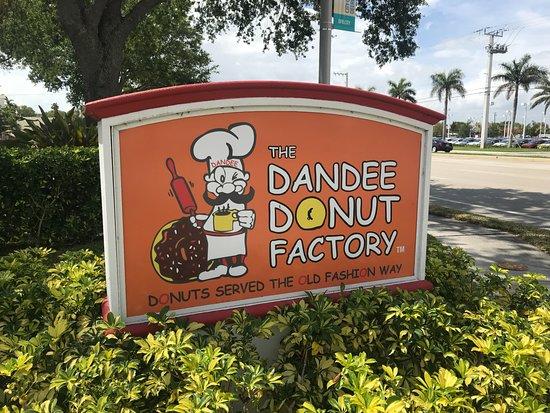 Dandee Donut Factory: Highway Sign