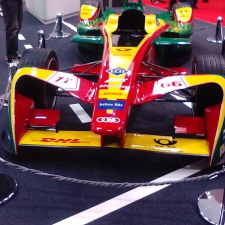 Tokyo Motor Show: はよ来い来い モーターショー^_^ 昨年のですが2年後はどんな 車が進化してるかなぁ でもおいらはスポーツカーが やはり大好きです😘 こんな機会しか間近に見れないし 佐藤琢磨インディ優勝はす