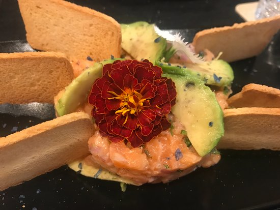 Restaurante Sintonía: tartar de salmón