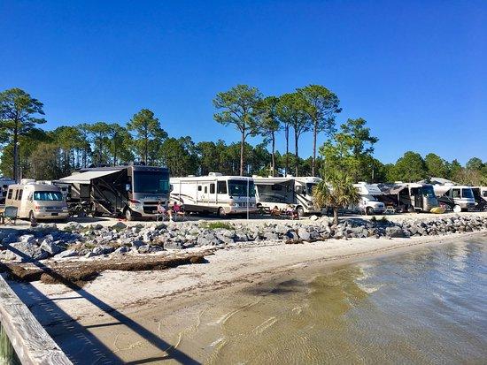 Ho-Hum RV Park: Waterfront RV spots