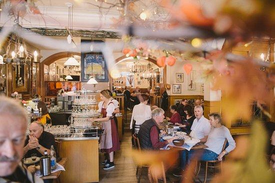 Salle principale du Café du Gothard