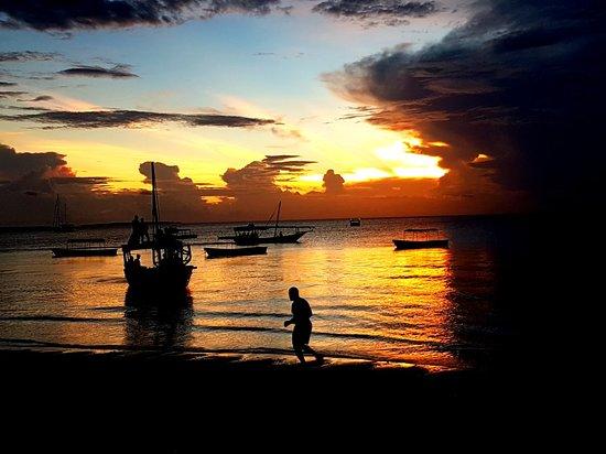 Sunset Beach Resort Zanzibar: 20180326_184341_large.jpg