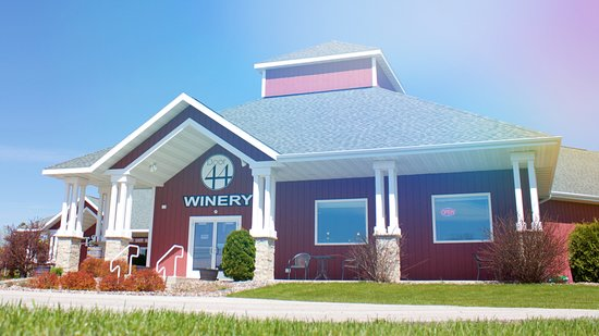 Sturgeon Bay, Висконсин: Door 44 opened in 2013 and provides world-class quality wines.