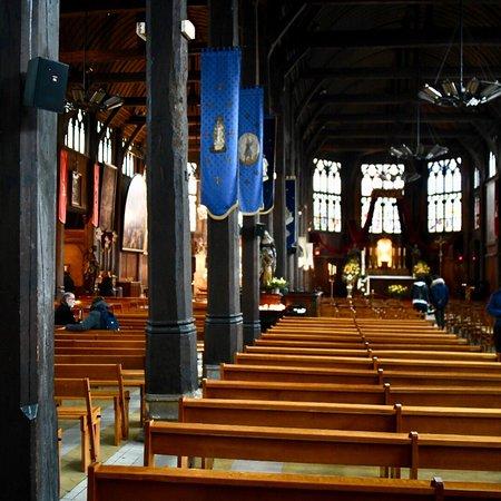 Honfleur, Fransa: In Inneren der Kirche