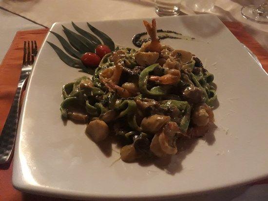 Invito Al Cibo Italian & Thai Restaurant: 20180402_205807_large.jpg