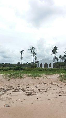 Passo de Camaragibe, AL: Igrejinha muito linda na beira da praia