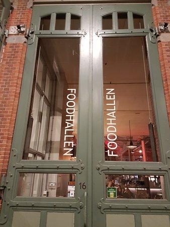 4b0d90b9e59c22 Eingang zu den Foodhallen - Picture of Foodhallen
