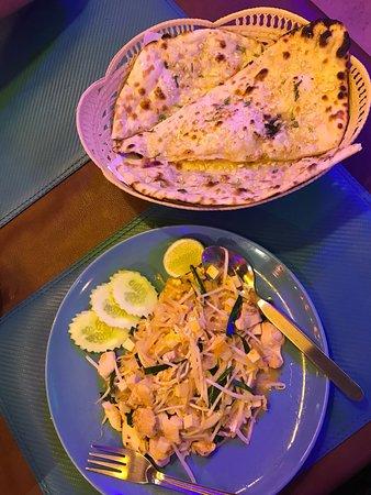 Guru Restaurant & Bar: Garlic naan bread
