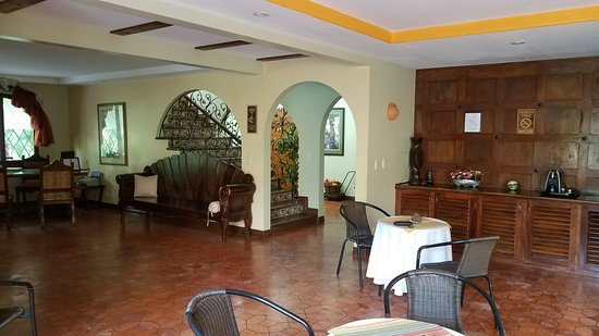 Casa Primo CR: Warm wood work and original arched wood doors are beautiful.